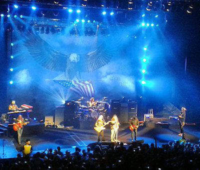 Lynyrd Skynyrd were totally awesome - Sweet Home Alabama raised the roof.