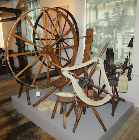 I tried spinning with this sort of wheel once - it was really hard to get a nice even yarn.